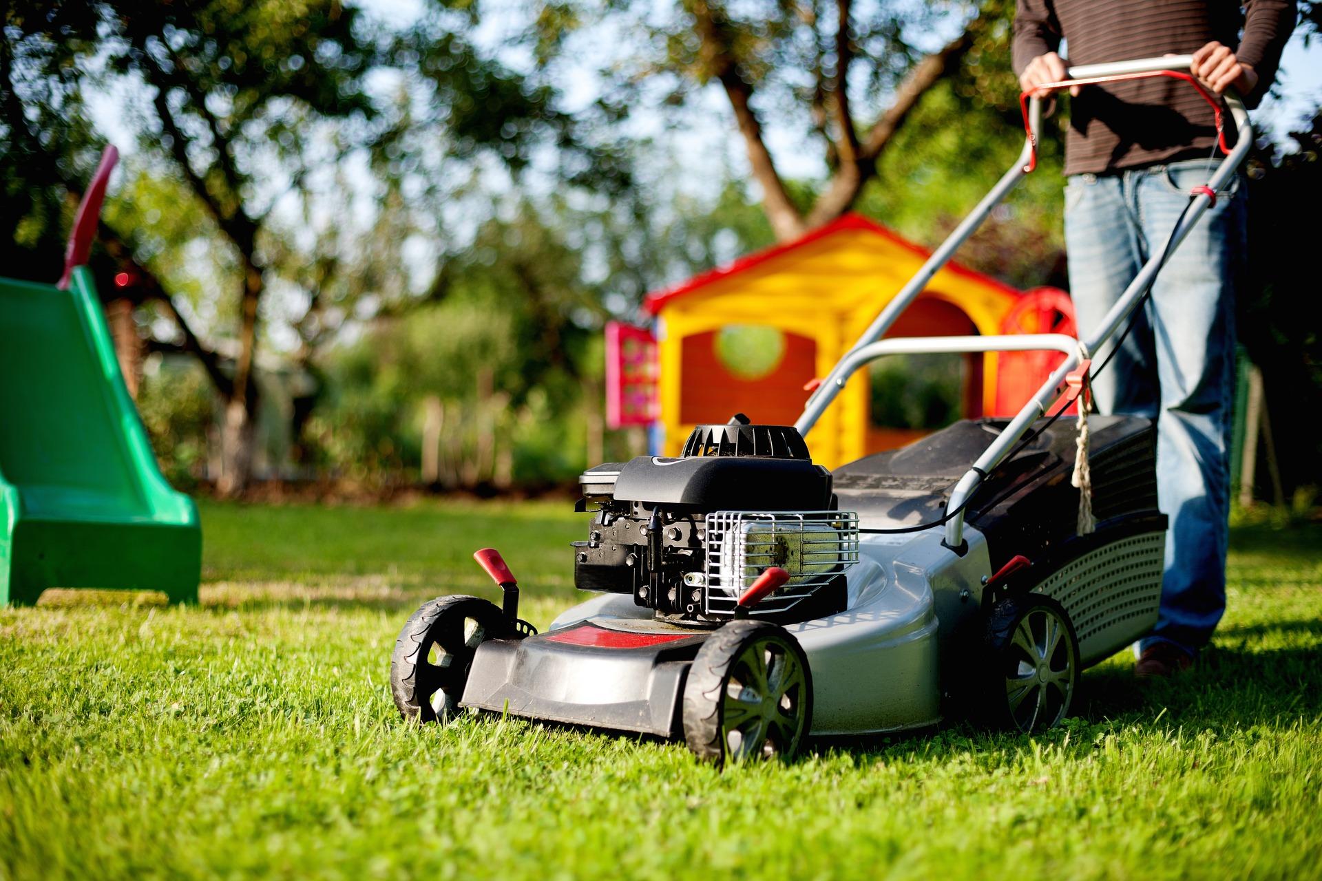 lawn-mower-2127637_1920